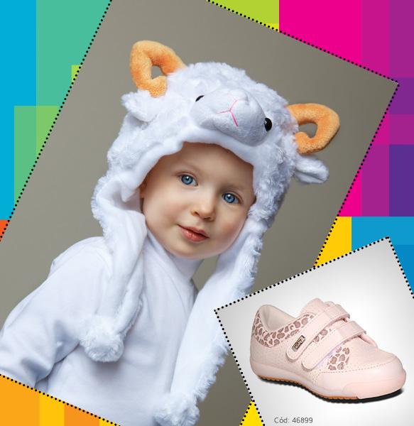 Bebê vestindo capuz de orelhinas