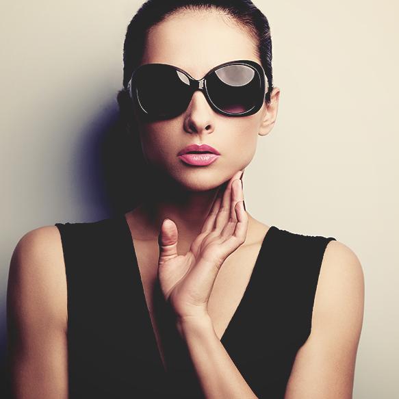 Óculos quadrado  Um modelo clássico e interessante, valoriza o rosto  redondo, pelas linhas mais retas. 6c0f1199d5